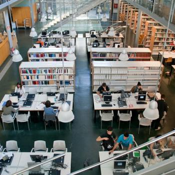 Espacio público de la Biblioteca de la Universidad de Gerona (UdG)