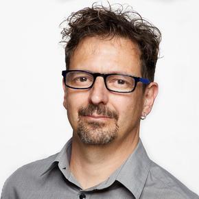 Eduard Molner recibe el premio Teresa Cunillé 2019