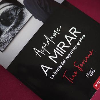 """Tino Soriano presenta en la ERAM el libro """"Ayúdame a mirar"""""""